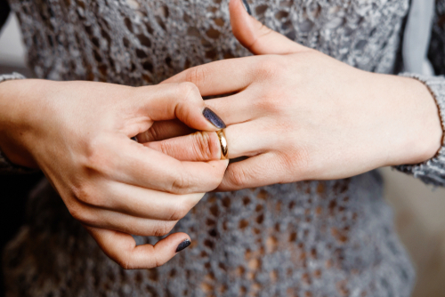 A Private Investigator Describes 3 Signs of a Cheating